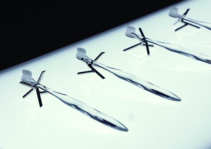 Il portaspazzolino Eda regge gli spazzolini Misoka, Salone del Mobile 2015