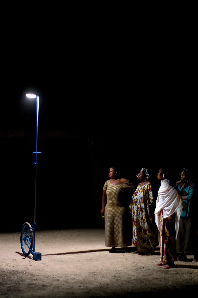 Il collettivo di donne sotto la luce teatrale di Foroba Yelen
