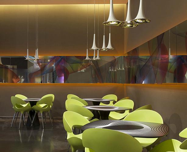 L'interior del bar di Karim Rashid