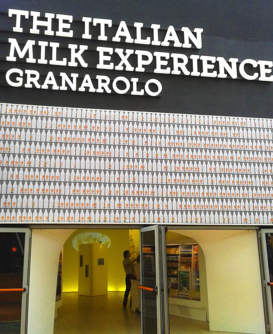 Facciata dello stand Milk Experience- Granarolo