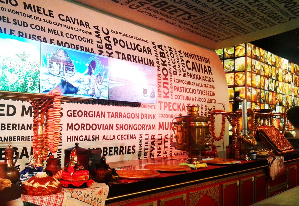 Padiglione Russia- dietro al bancone per le degustazioni (1)