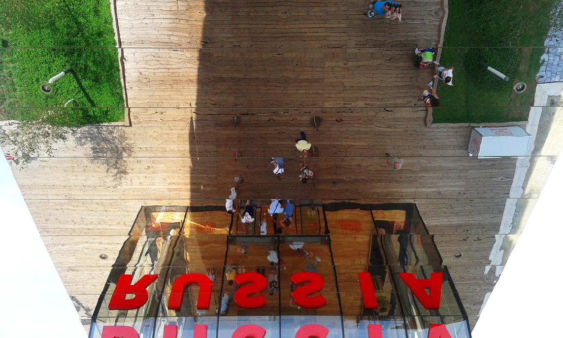Padiglione Russia- lo specchio sotto la grande tettoia (1)