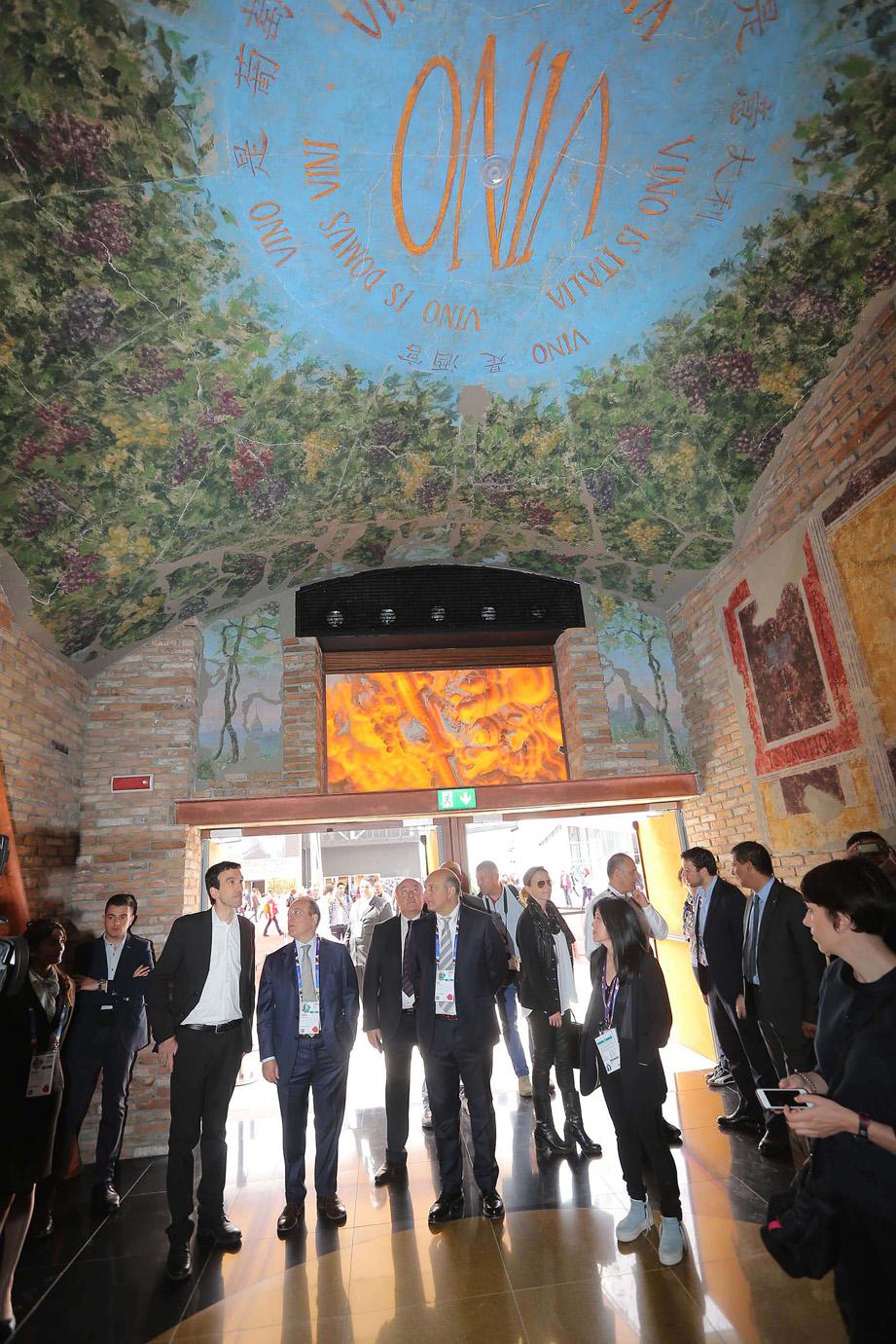 L'ingresso della Domus Vini durante l'apertura ufficiale- foto Ennevi- Veronafiere