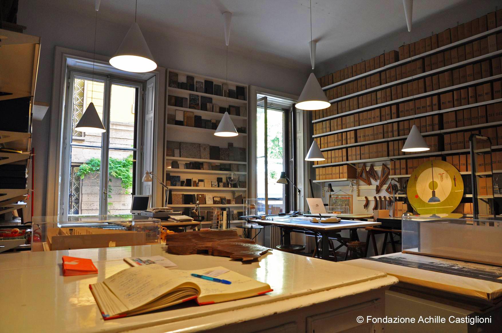 La stanza dei tecnigrafi presso la Fondazione Castiglioni