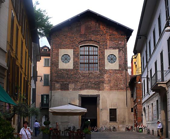 L'ex chiesa di San Carpoforo, tra i palazzi di Brera