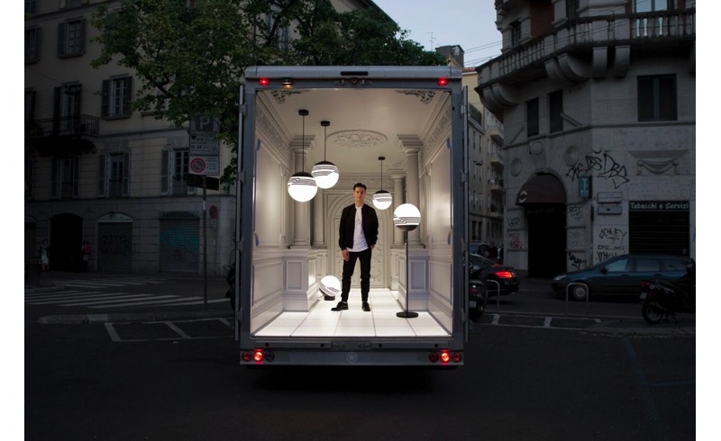 L'installazione sul van Palazzo Italiano con il designer e la collezione Optical
