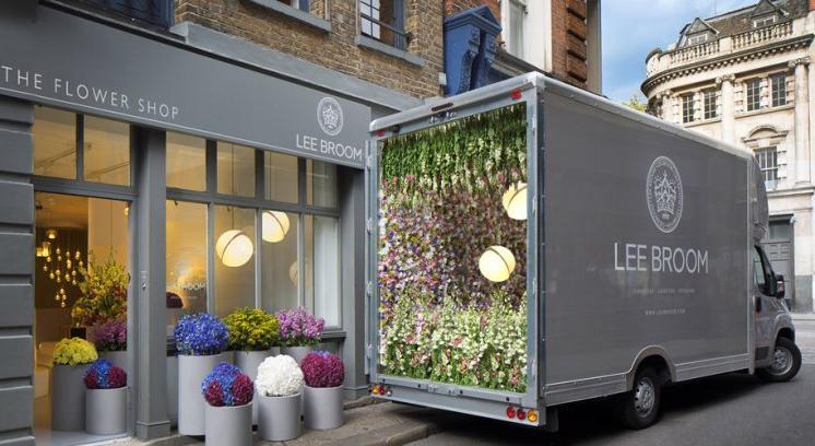 Lo showroom di Londra trasformato in negozio di fiori