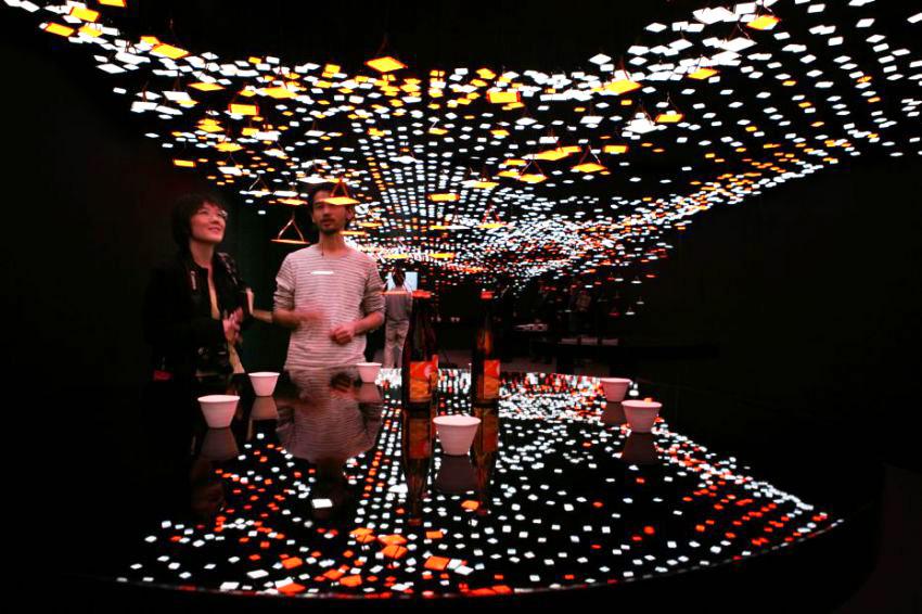 Sakè Bar con OLED Kaneka, installazione nel 2011 a Superstudio Più