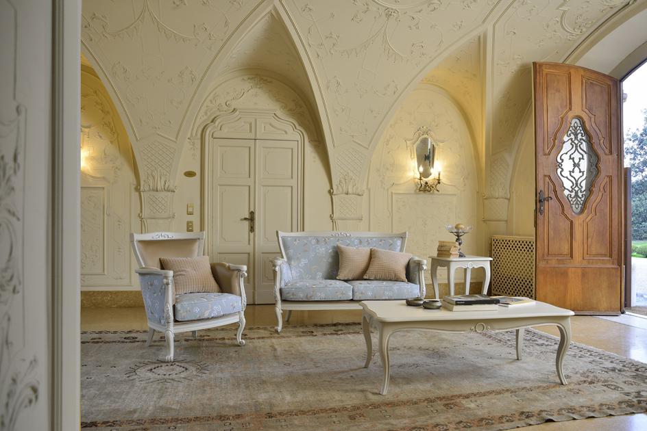 Un salotto Veneta Sedie nel contesto di un hotel di lusso