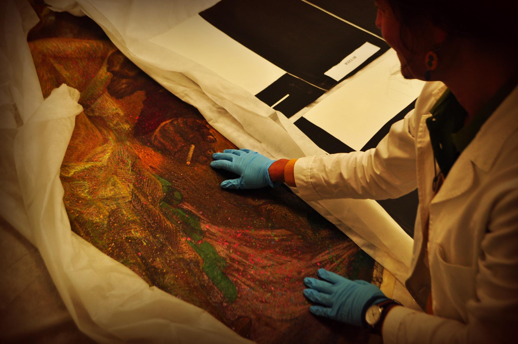 La restauratrice ci mostra la stravaganza iconografica di un dipinto