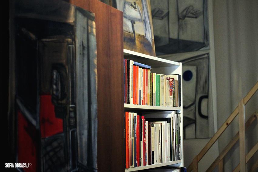 Un particolare dello studio di Katia Dilella, sulla sfondo alcuni lavori della precedente ricerca. Ph. Sofia Obracaj