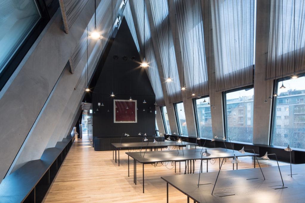 La sala lettura della Fondazione Feltrinelli, ph. Filippo Romano