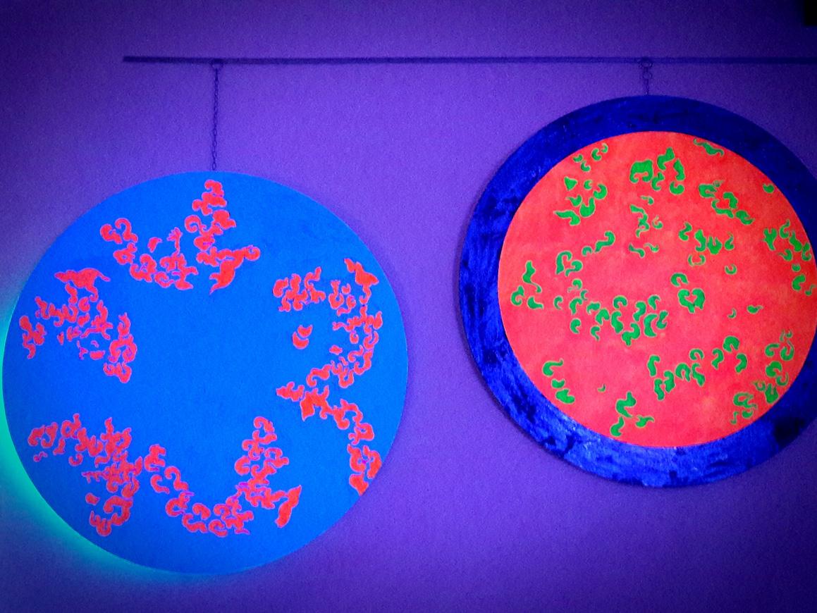 Due dipinti di LeoNilde Carabba con fosforescente al buio.