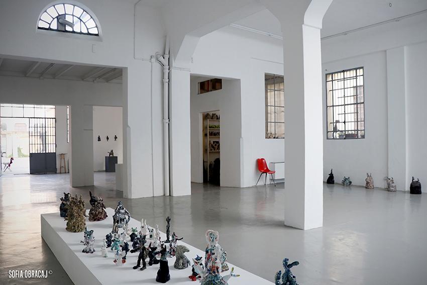 Ceramica contemporanea nella galleria Lanteri in via Venini a Milano