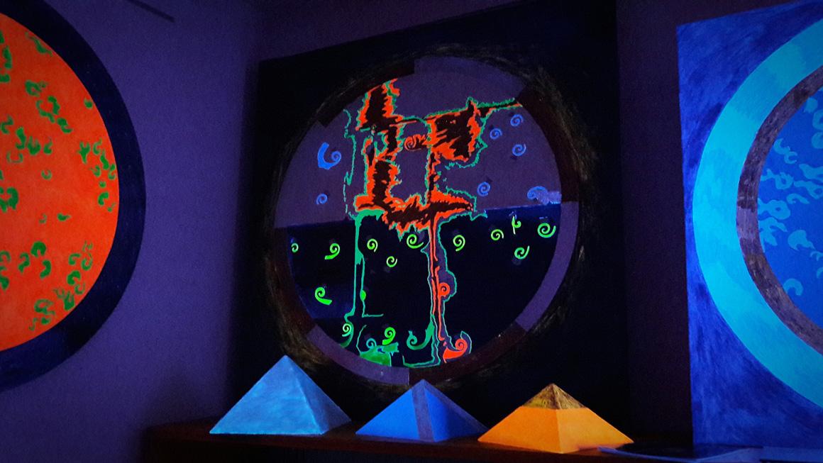 Fluorescente e fosforescente nelle opere di LeoNilde Carabba