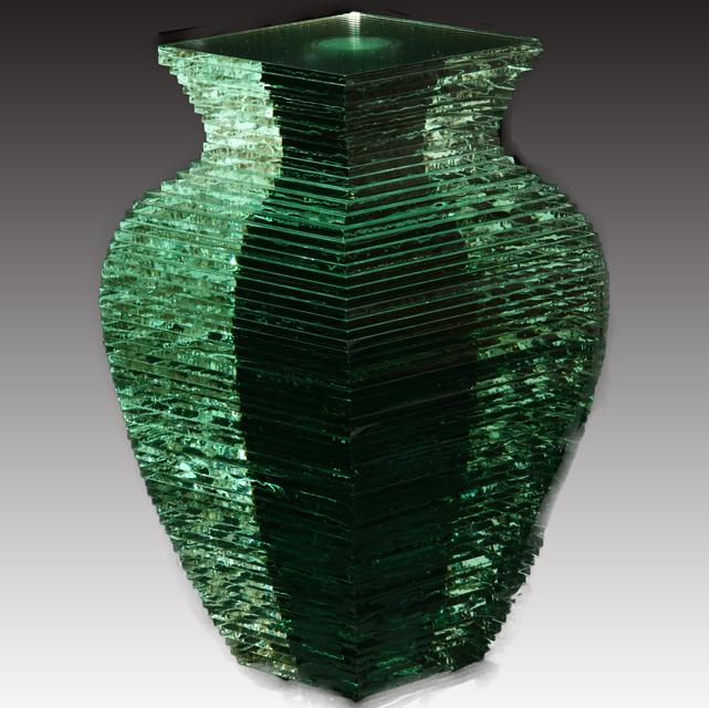 Vaso d'acqua di Oki Izumi a Milano con la galleria Valentini e Maccararo, nel distretto delle Cinque Vie