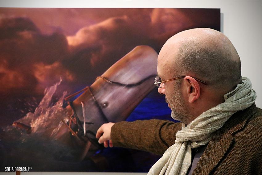 Racconti di Mare. Il fotografo Arturo delle Donne davanti alla sua scena di Moby Dick