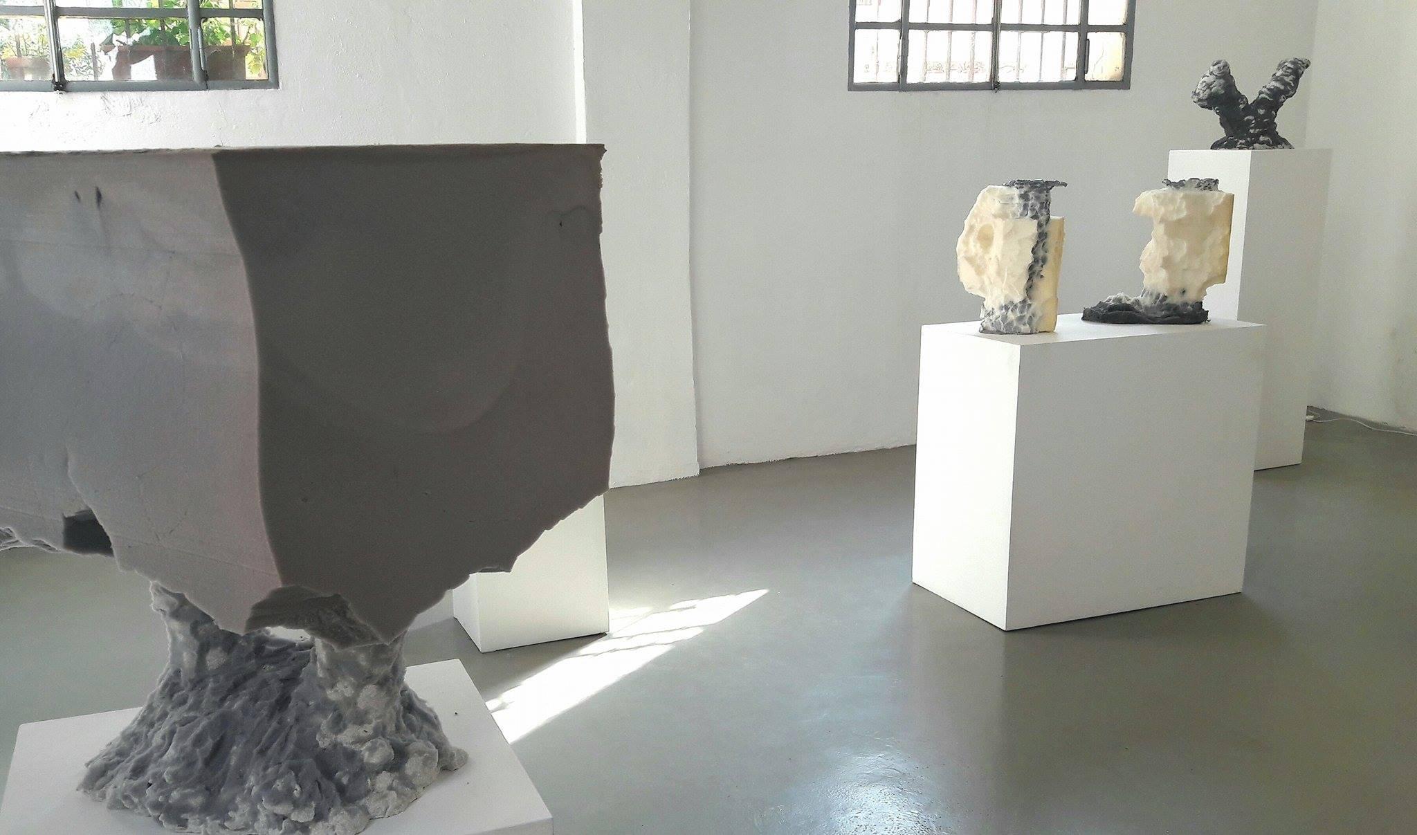 Sculture in cemento e gommapiuma. metalinguaggio presso la galleria Salvatore Lanteri
