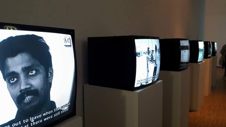 Corridoio di installazioni video in Triennale