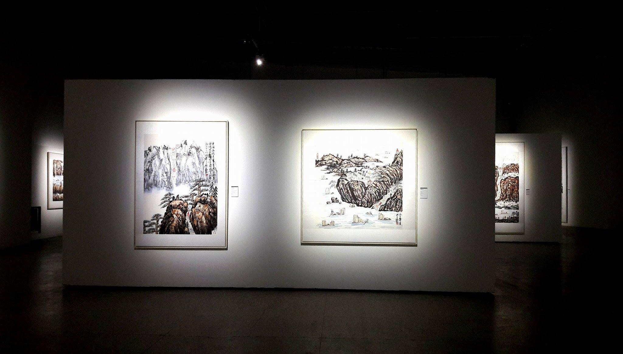 Allestimento della mostra di Fang Zhaolin a Milano