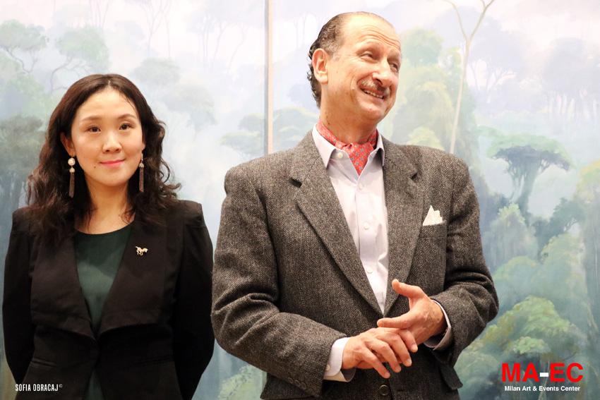 Peishuo Yang, direttrice della galleria MaEC di Milano con l'artista Jorge Cavelier