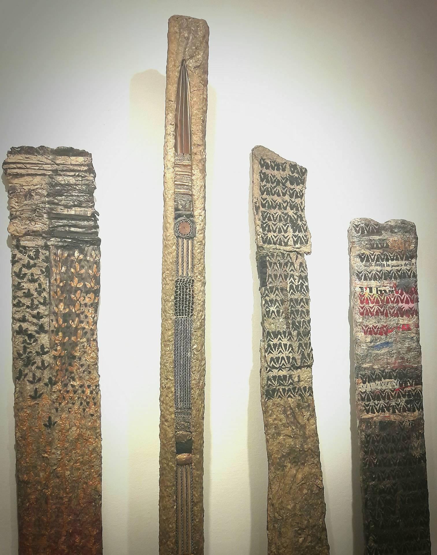 Totem di carta come pietra, Daniela Barzaghi in mostra