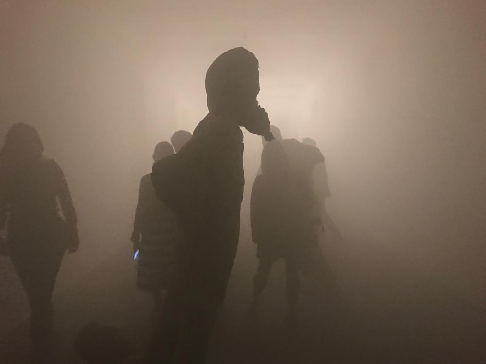 Scultura come fantascienza nella nebbia artificiale di Eud. Fondazione Arnoldo Pomodoro
