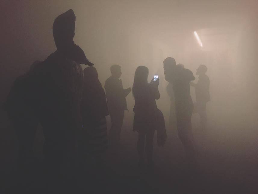 Sculture nel paesaggio nebbioso. Uno scatto ad Eud. Fondazione Arnoldo Pomodoro