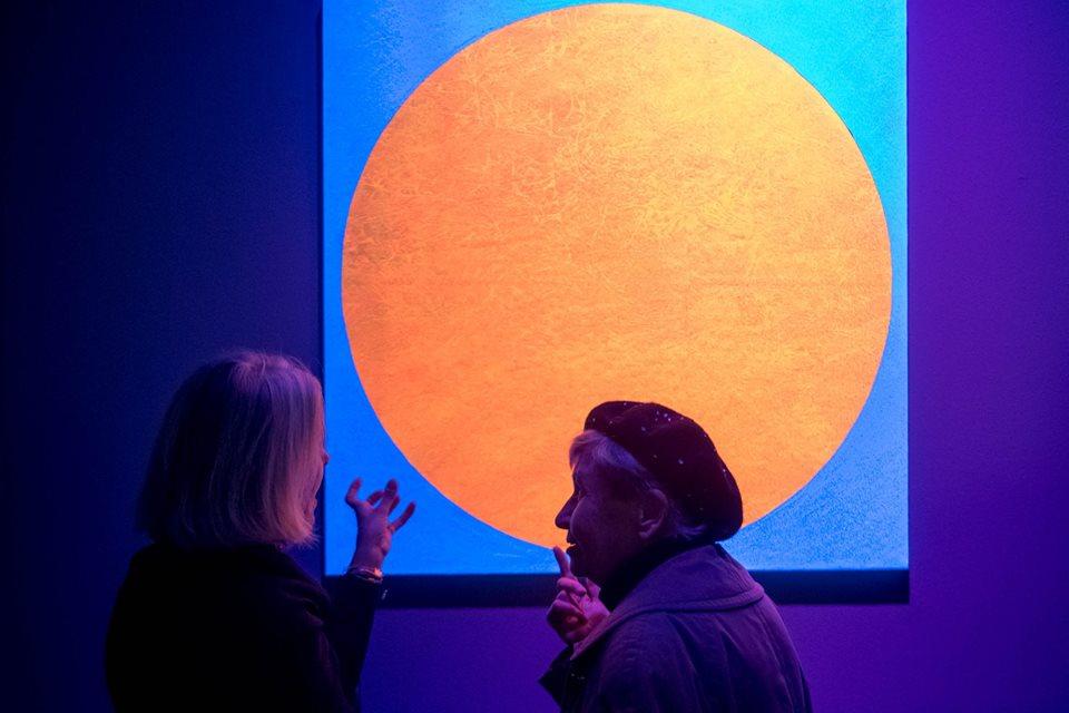 Black Light Art. Leonilde Carabba parla della sua opera