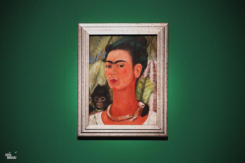 Frida Kahlo nell'Autoritratto con Scimmia, 1938