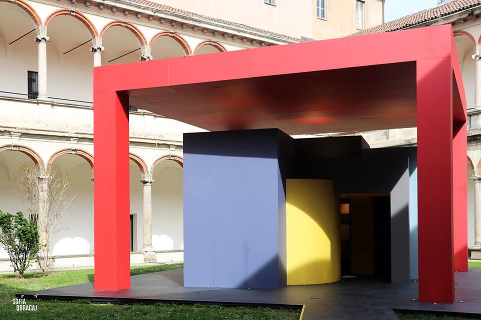 Interni al Fuorisalone 2018 con House in Motion, opera di Aldo Cibic