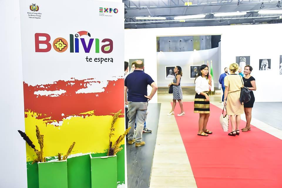 Volti andini e colori nazionali boliviani