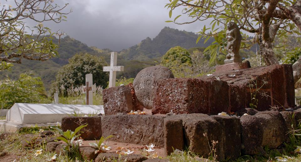 Gauguin lascia un segno a Tahiti. la sua tomba