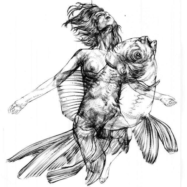 Donna e pesce in mostra con Essenza Animale