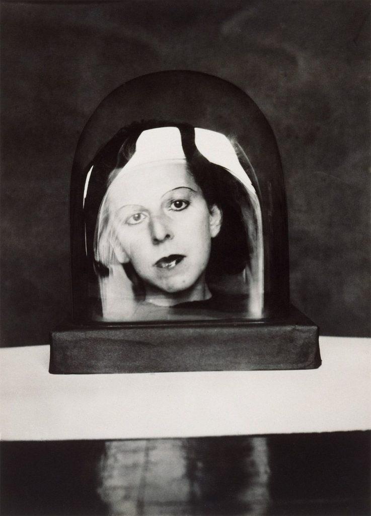 Claude Cahun in una foto allo specchio