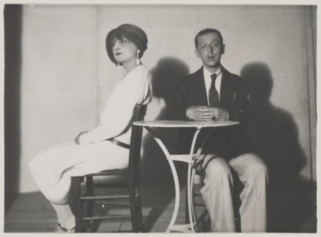 Claude Cahun in rare vesti femminili