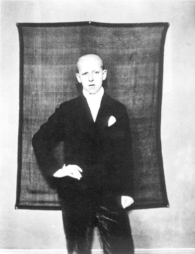 Claude Cahun in abiti maschili