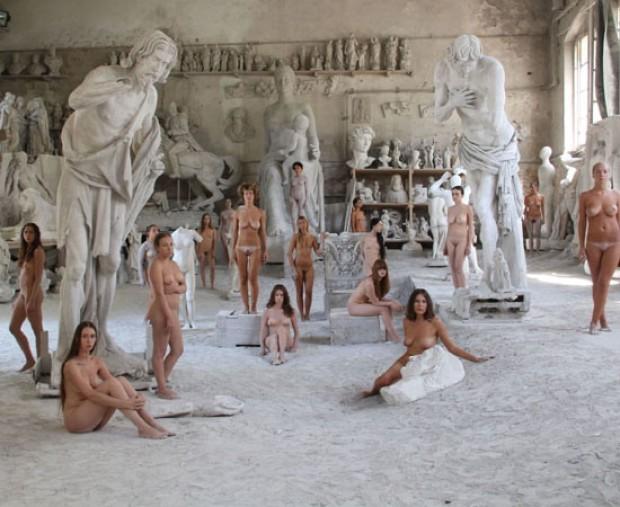 Strategie per l'arte contemporanea. Performance di Vanessa Beecroft alla Biennale di Carrara