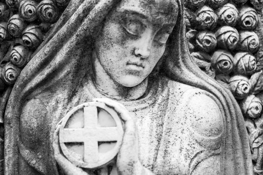 Fiori nei cimiteri. Progetto di Sara Meliti. Narrazione europea. artscore.it