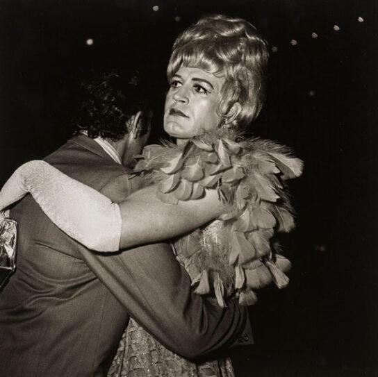 Diane Arbus, two man dancing at a drag ball, 1970- artscore.it